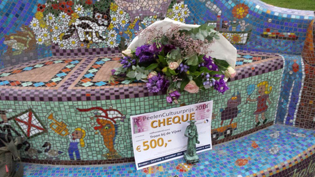 2-troon-bij-de-vijver-het-kunstproject-werd-beloond-met-de-dr-peelen-cultuurprijs-2013-boxmeer-september-2014